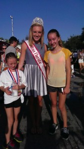 Miss Florida at 5K with kids