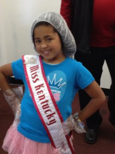 miss_kentucky_princess__aaniyah_burnett__happy_volunteer_at_the_lords_kitchen.jpeg (2)