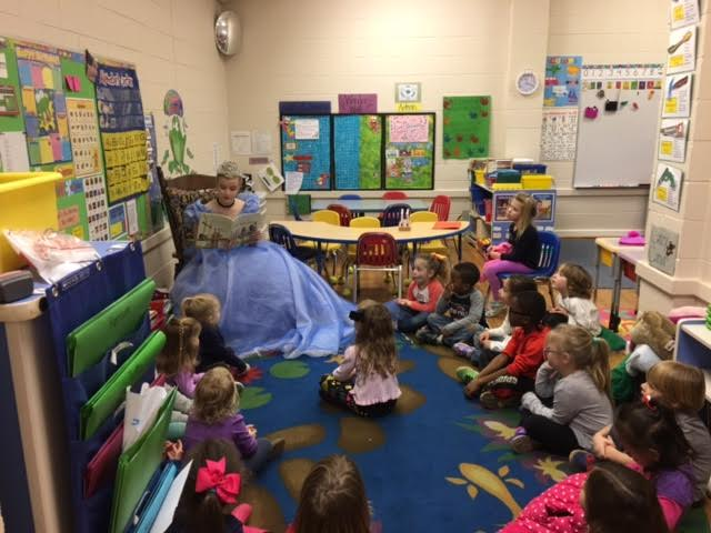 2016 North Carolina Jr. Teen Queen Campbell Lindquist reads to local kids